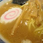 中華そば 青葉 - スープのアップ