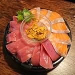 町の焼き鳥レストラン トリ太鼓 - 本マグロとサーモン大漁盛(特別にウニ)