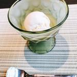 ピヴォーテ - とても濃厚なバニラアイス