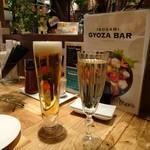 イソガミ ギョウザバル トマコ - 生とスパークリングワイン