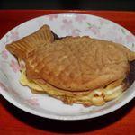 たい焼き一筋 たっぷり庵 - 料理写真:小倉チーズ 170円
