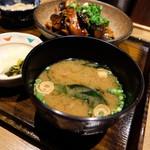 土鍋炊きごはん なかよし - わかめの味噌汁