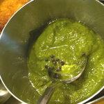 チャトパタ - 緑は辛いです。玉ねぎとかニンニクとか青唐辛子とかが入ってる感じ。