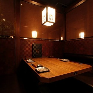 知る人ぞ知る大人の隠れ家的和食店。平日はゆっくりと半個室で