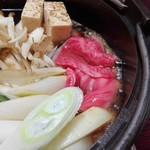 盃花羅亭 - すき焼き、良い感じで煮えて、美味しそう(ㆁωㆁ*)
