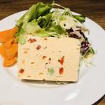 ビストロ 石川亭 - ノルウェーサーモンと枝豆のテリーヌ  サラダ添え