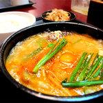 ソウル亭 - スンデゥブ・チゲ定食。ランチのメニューは3種類です。ビビンバ700円・石焼ビビンバ700円・スンデゥブチゲ800円