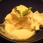 とめ手羽 - デザート(練乳バニラアイス)・・・甘かったけど、美味しかった!