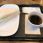 カフェ・ベローチェ - ツナサンドとブレンド