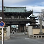 BISTRO La Plume - 由緒ある覚王山日泰寺。