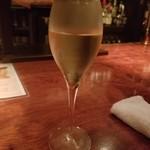 ヴァーミリオン - キンキンに冷えたシャンパン。ブリュット・プルミエ