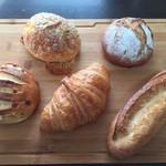 メゾン・カイザー - 料理写真:パンオフロマージュ、シャテーヌ、デリスブラン、クロワッサン、プチバゲット