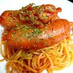 カフェ・エスプリ - 大きなソーセージのトマトソーススパゲティー