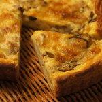 ブーランジェリー ダダ - 料理写真:きのことベーコンのキッシュ