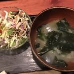 むちゃく - 味噌汁と野菜サラダ