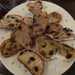 99706972 - 神戸市内のパン名店9店のシュトレーン食べ比べ