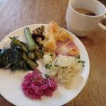 エコモ レストラン - 季節のお惣菜のビュッフェ
