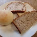 エコモ レストラン - パンたち
