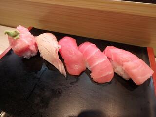 ひなと丸 雷門柳小路店 - 本鮪五貫¥980(大とろ、中とろ、赤身、炙りとろ、頭肉)