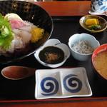 池田丸 - 料理写真:海鮮丼