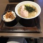 麺屋すみか - こっさり塩ラーメン840円+ 台湾ミンチ乗せご飯150円=990円税込価格