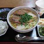 楓食堂 - 三枚肉そば 1000円 (2018.12)