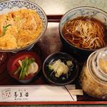 99731271 - 黒宝豚カツ丼 + 温かい蕎麦