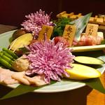 99732270 - 軍鶏3種と野菜の盛り合わせ。                       税抜4980円。                       美味し。