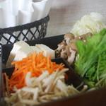 かごしま黒豚 芋焼酎 さつま花亭 - 料理写真:紙の鍋でお楽しみ頂いております☆