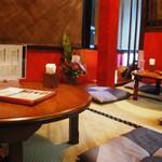 かごしま黒豚 芋焼酎 さつま花亭 - 内観写真:ちゃぶ台wを使用したお座敷