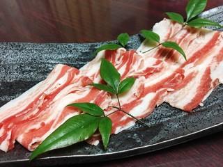 かごしま黒豚とんかつ&しゃぶしゃぶ さつま花亭 - 薩摩川内市の八重ファームさんのしゃぶ肉です。