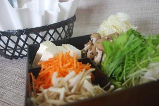 かごしま黒豚とんかつ&しゃぶしゃぶ さつま花亭 - 紙の鍋でお楽しみ頂いております☆