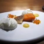 リョウリヤ ステファン パンテル - 信州サーモン カリフラワーと生クリームのムース 柚子のピュレ ムースが絶品