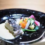 リョウリヤ ステファン パンテル - 真鯛 白ワインとカラスミのソース 色々な京野菜添え