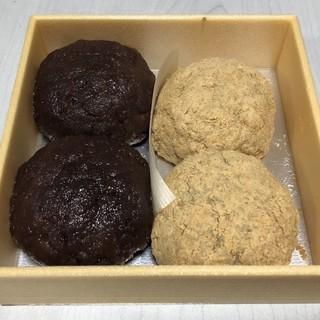 田吾作 - 料理写真:おはぎのあんときなこを2個ずつ購入。