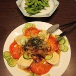 豚カツと和食 のぶたけ - 枝豆 380円、焼きナスとトマトのサラダ 680円