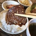 99751181 - 分厚いロース肉ばい                       牛肉やけんね〜