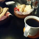 珈琲酒場Tall's - ホットサンドとコーヒー!