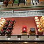 ボン・ヴィバン - ショーケース1(ケーキ)他にもケーキの種類がありましたが混んでて写真撮影できず(*_*)
