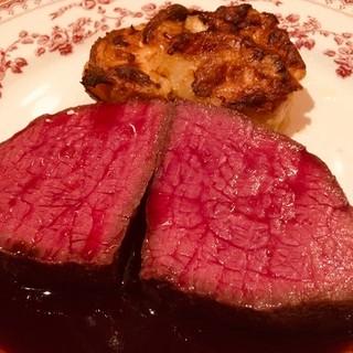 噛みしめる程に味わい深い、じっくり火入れした肉厚ステーキを!