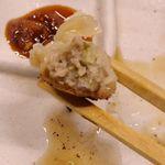 とんこつ鍋と餃子 縁楽 - 「ちび餃子」は、焼き面パリパリ、餡はお肉たっぷりでジューシー!