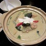 パタナ - ゲーンキョウワン(グリーンカレー)です 土鍋で登場 具もたっぷり~