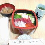 松芳寿司 - ランチ丼(お好きなネタを自分で3点選べます)