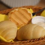 炭火とチーズ NIKUBAKA - このパンおいし~