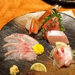のどぐろ専門 銀座中俣 - お造り  鮮魚五点盛合せ 北海道 松前の鮪、氷見の寒ブリ、牡丹海老、薄切りの のどぐろ、厚切りの のどぐろ