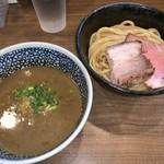 煮干しつけ麺 宮元 - 料理写真:濃厚煮干しつけ麺(800円)