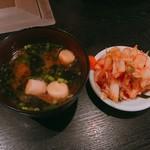 焼肉一番館 - 料理写真:ランチについてきたみそ汁とキムチ