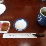 竹寿司 - 海鮮丼を頼むと、第一彈が並びます。