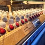 銀座あけぼの - いちご大福 一つ 324円(税込)