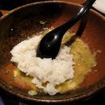 JUN大谷製麺処 - かまたまーラ 〆に白いご飯を入れてくれます